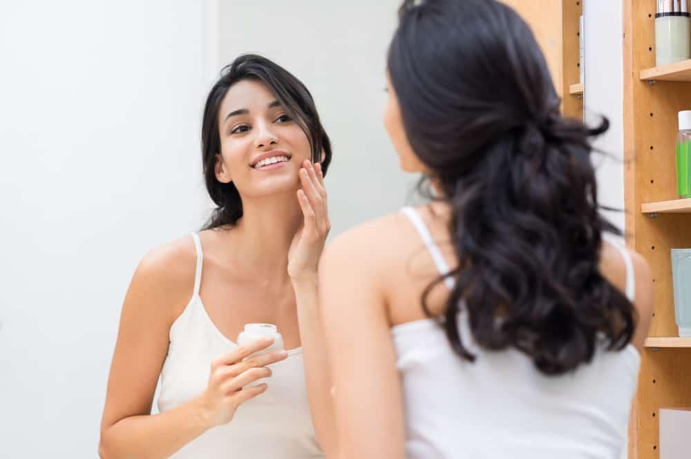 Atasi Tekstur Wajah yang Tak Rata & Mulus dengan 8 Cara Ini